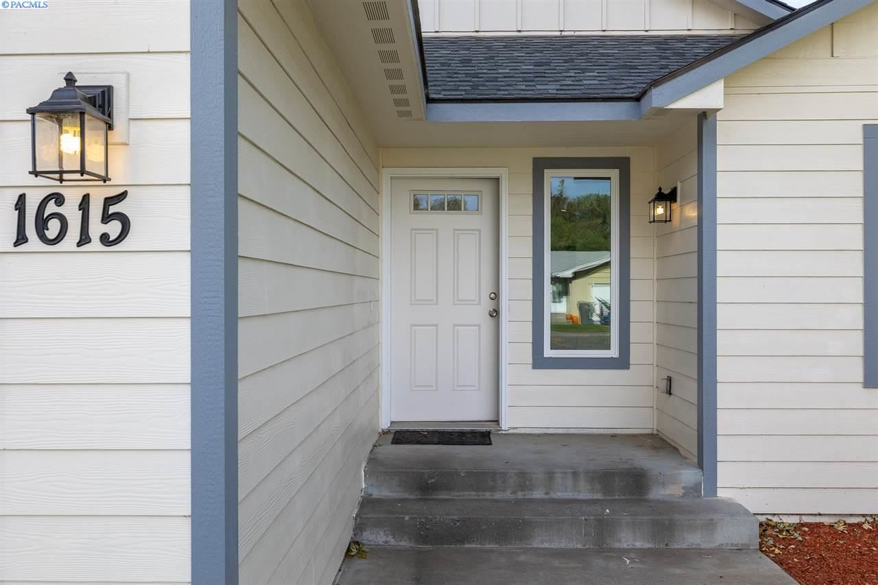 Photo of 1615 W 7th Ave, Kennewick, WA 99336-5259 (MLS # 249543)