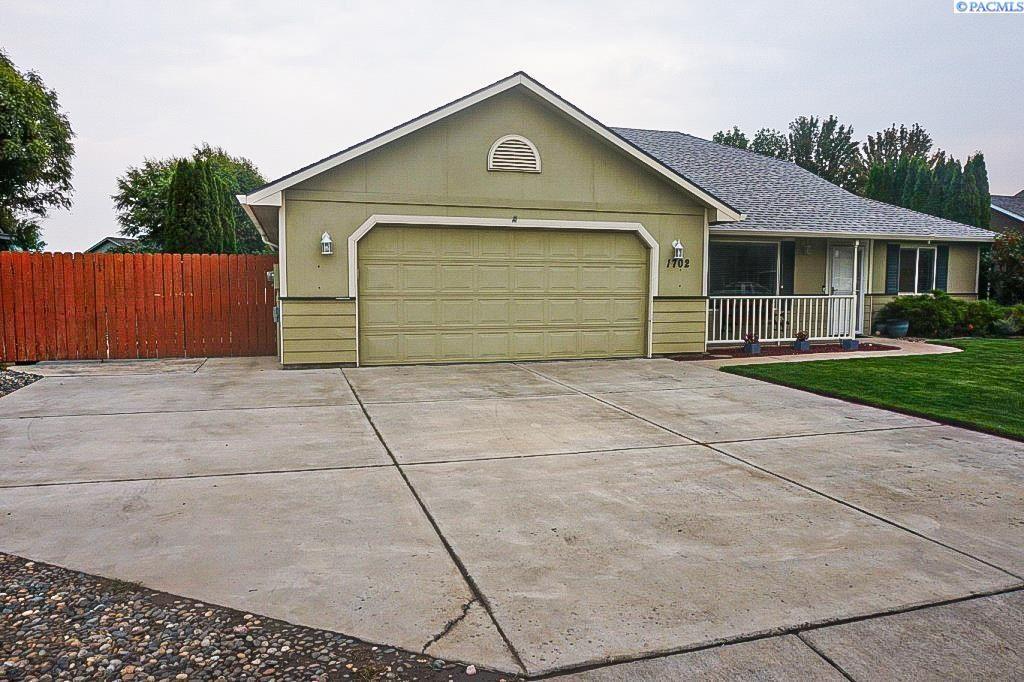 Photo of 1702 Maplewood Ave, West Richland, WA 99353 (MLS # 256643)