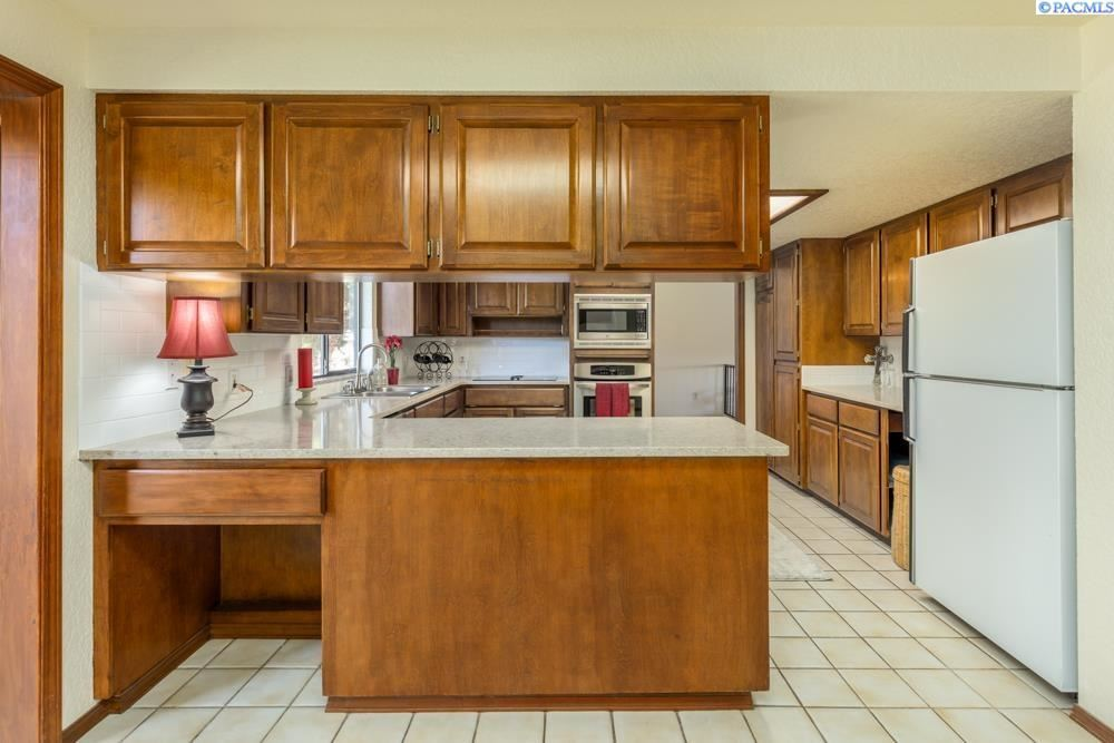 Photo of 531 Meadows Drive S, Richland, WV 99352 (MLS # 256645)