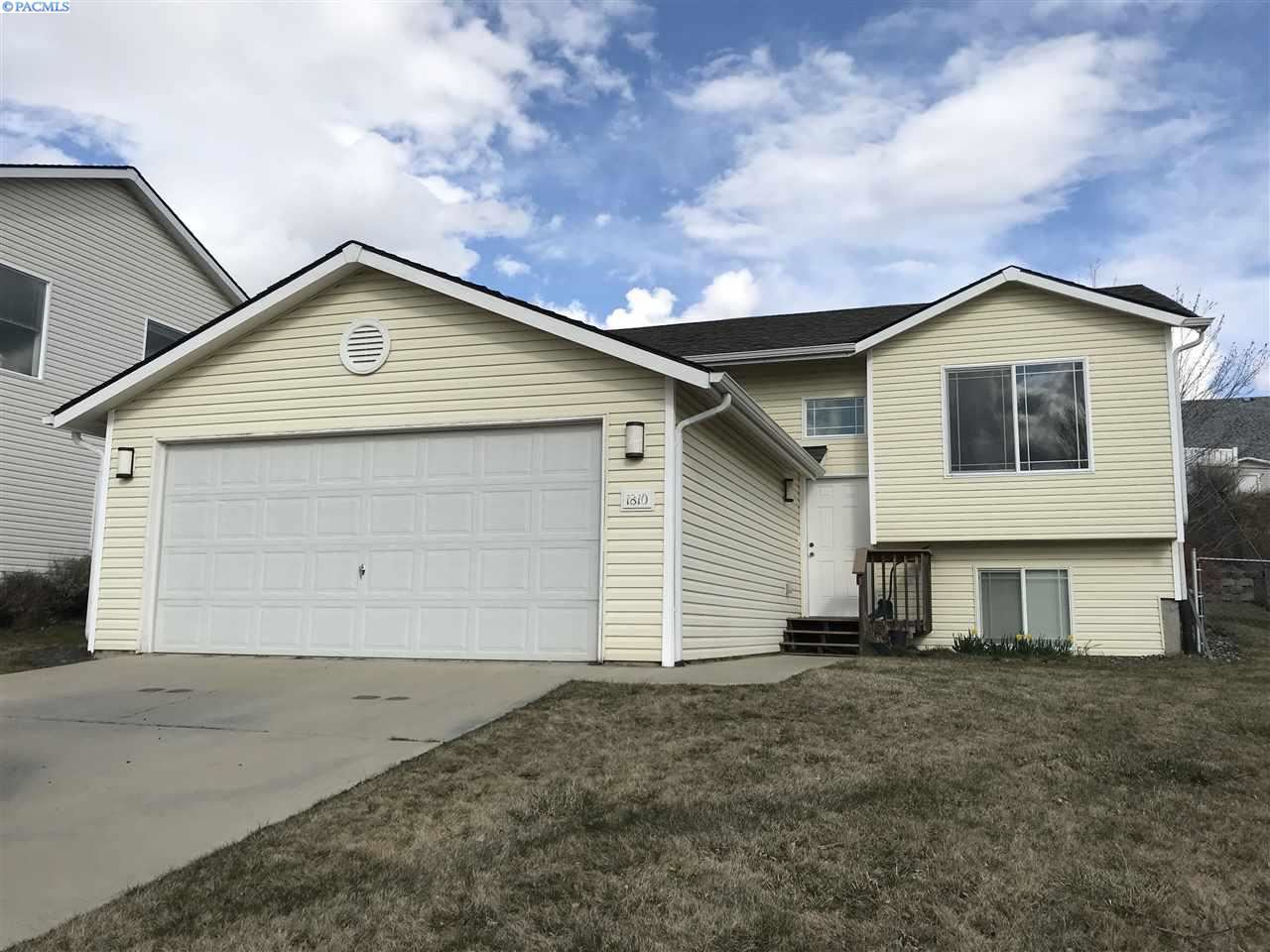 Photo of 1810 NW Ventura, Pullman, WA 99163 (MLS # 244648)