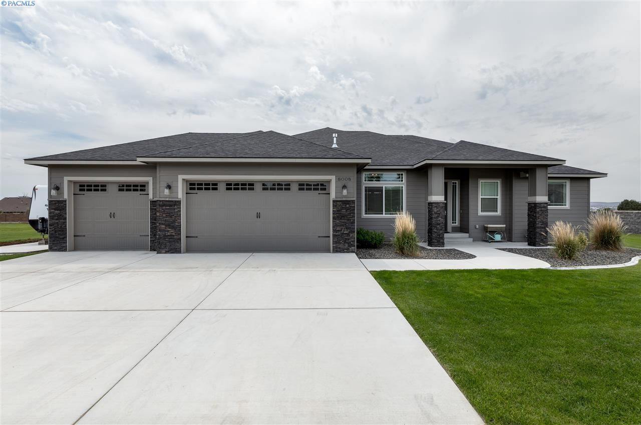 Photo of 8008 Bayberry Dr, Pasco, WA 99301 (MLS # 246676)