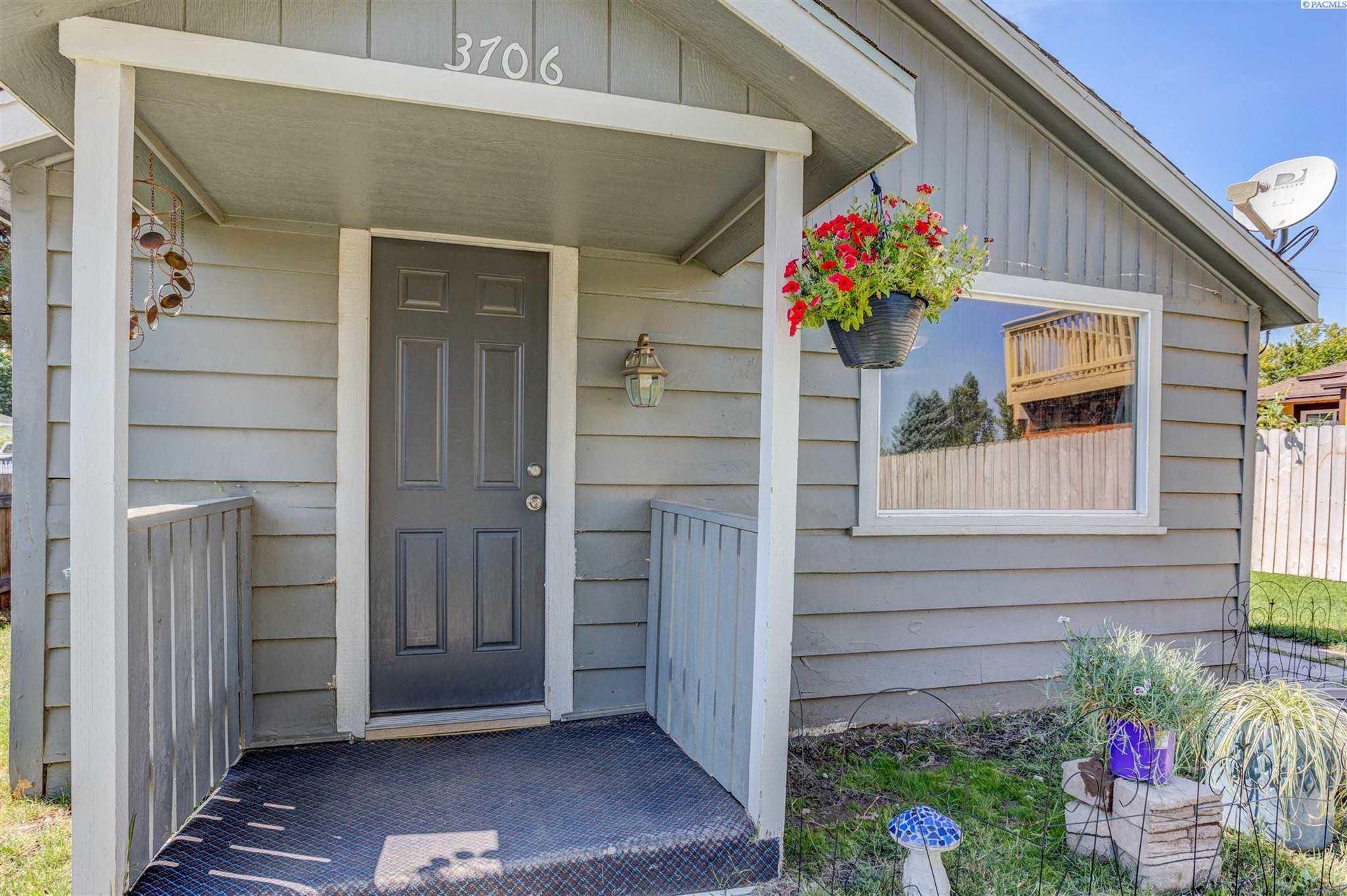 Photo of 3706 Grant Loop, West Richland, WA 99353 (MLS # 255775)