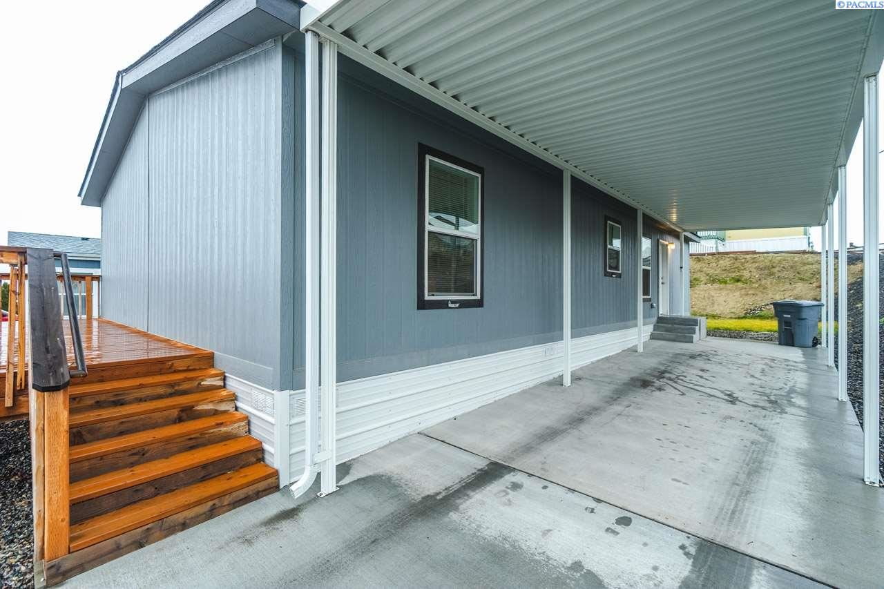 Photo of 2433 City View Drive, Richland, WA 99352 (MLS # 250833)