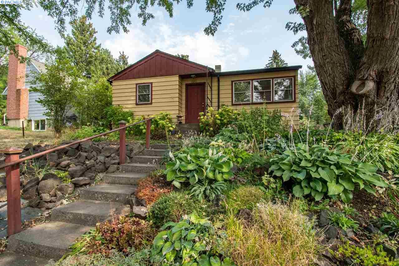 Photo of 1010 NW Fisk, Pullman, WA 99163 (MLS # 248858)