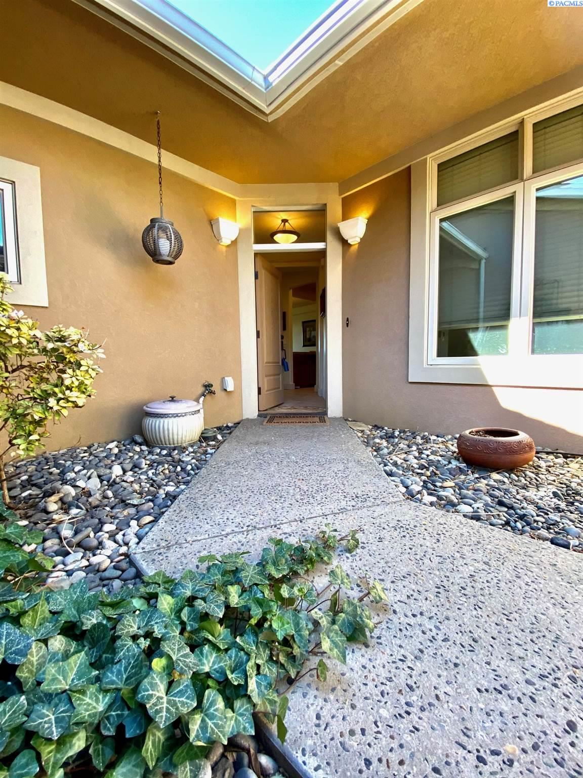 Photo of 463 Columbia Point Dr, Richland, WA 99352 (MLS # 252861)