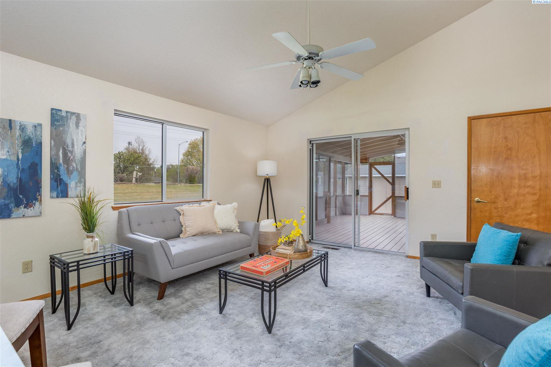 Photo of 6206 W 10th Place, Kennewick, WA 99338 (MLS # 252863)