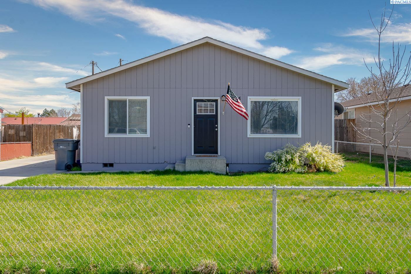 Photo of 615 S Hawthorne Pl, Kennewick, WA 99336 (MLS # 252867)