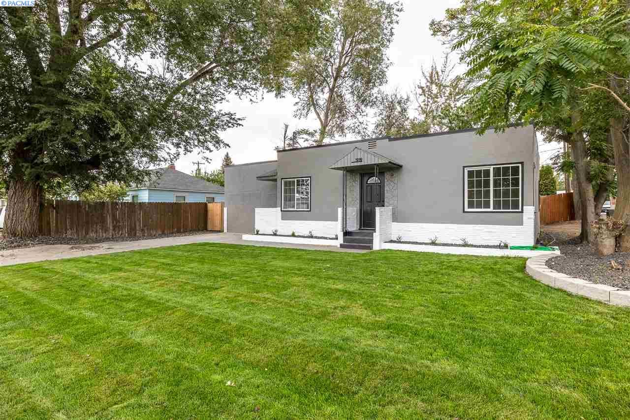 Photo of 1919 W 4th Ave, Kennewick, WA 99336 (MLS # 248928)