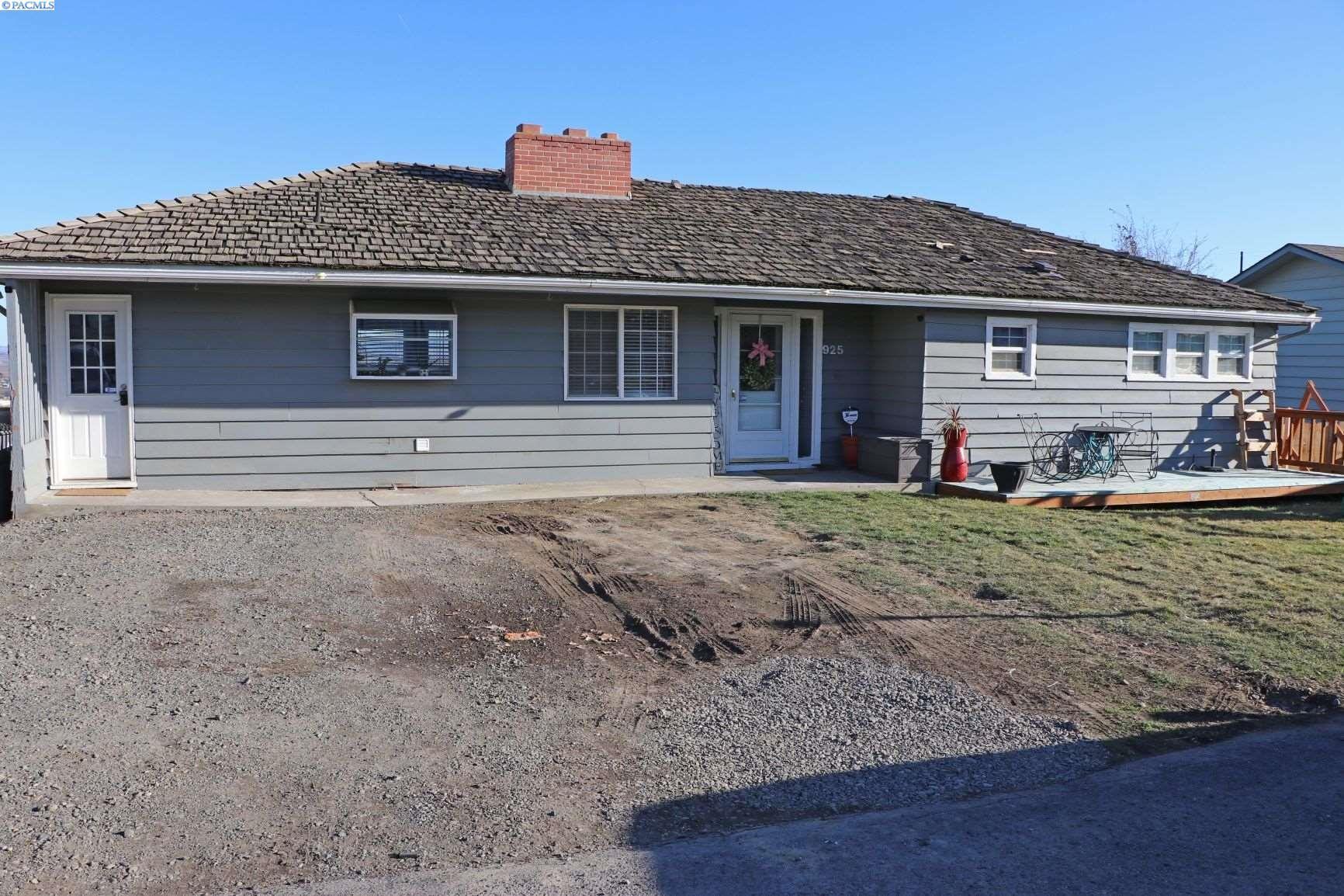 Photo of 925 Grending Ave, Sunnyside, WA 98944 (MLS # 251959)