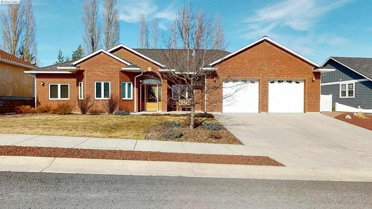 Photo of 300 SW Prairie CT, Pullman, WA 99163 (MLS # 243963)