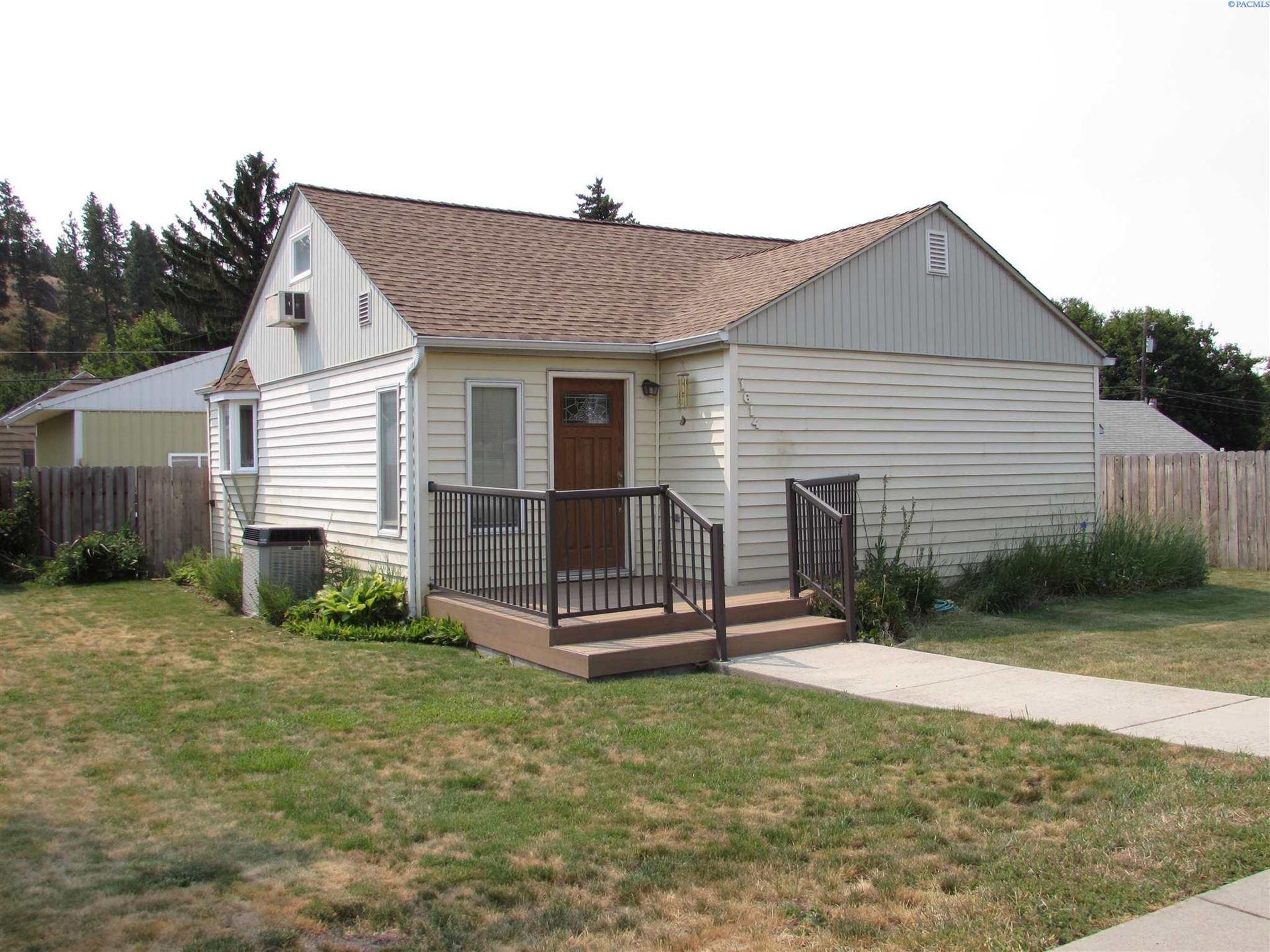 Photo of 1614 Cedar St, Colfax, WA 99111 (MLS # 254967)