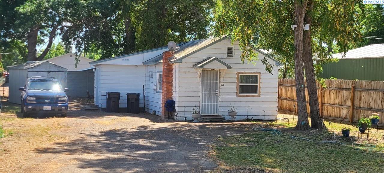 Photo of 1225 S 13th Ave, Pasco, WA 99301 (MLS # 254975)
