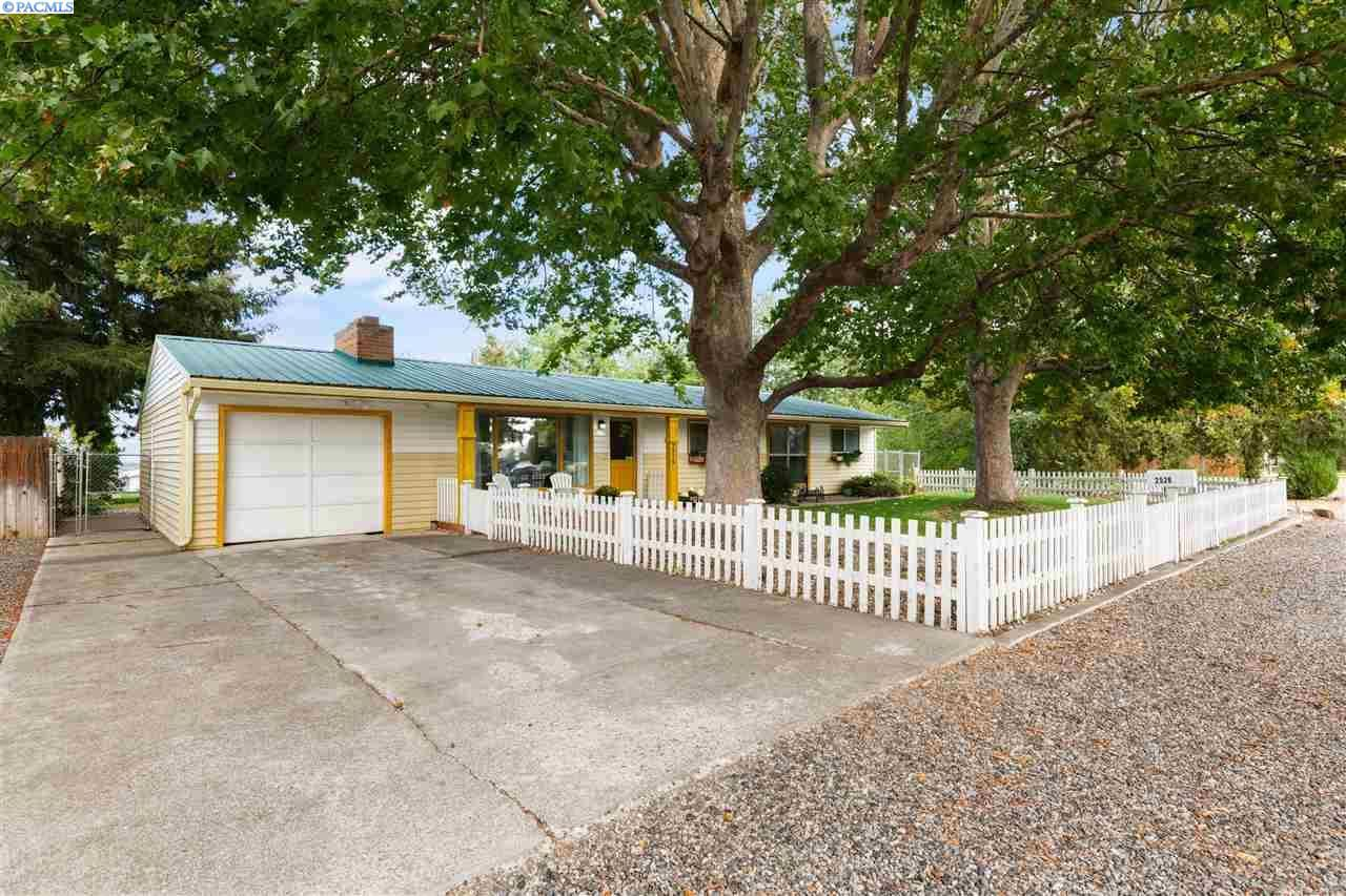 Photo of 2526 Klamath Ave, Kennewick, WA 99336 (MLS # 248982)
