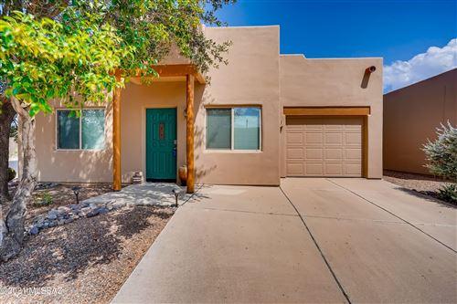 Photo of 840 W Via Rio Fuerte, Green Valley, AZ 85614 (MLS # 22124189)
