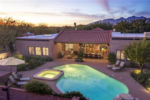Photo of 1815 N Placita Buendia, Tucson, AZ 85749 (MLS # 21928406)