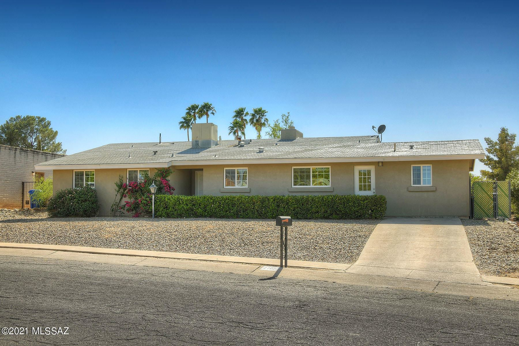 2102 S Oak Park Drive, Tucson, AZ 85710 - MLS#: 22109680