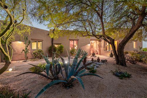Photo of 580 E Crescent Moon Drive, Oro Valley, AZ 85755 (MLS # 22022970)