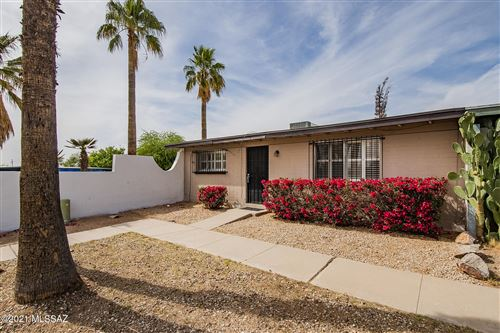 Photo of 4037 S Queen Palm Drive, Tucson, AZ 85730 (MLS # 22109983)