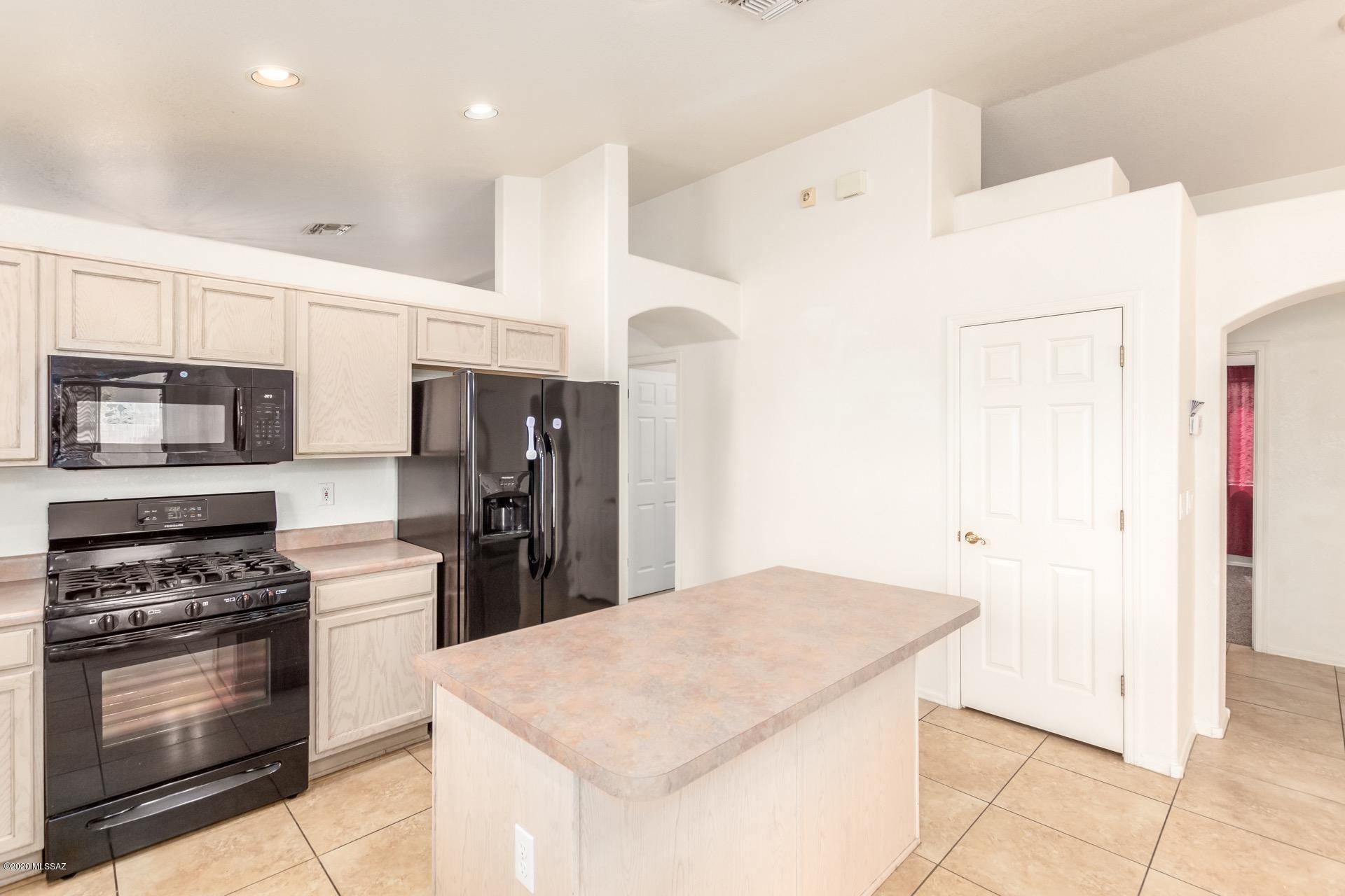 6920 W Red Rock Drive, Tucson, AZ 85743 - #: 22021991