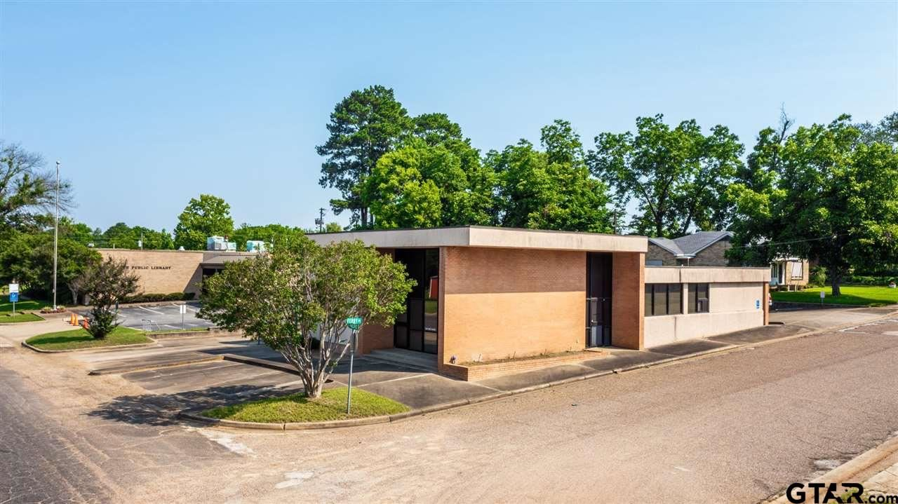 300 W Pacific, Gladewater, TX 75647 - #: 10138273