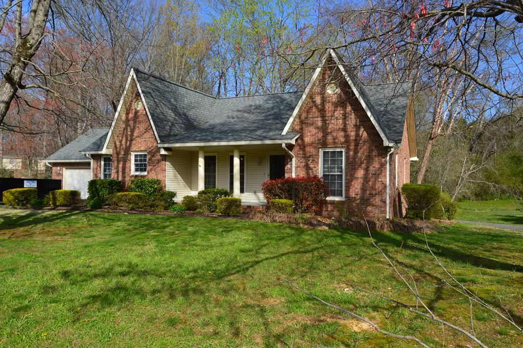 Photo of 618 Jamestown Rd, COOKEVILLE, TN 38501 (MLS # 203610)