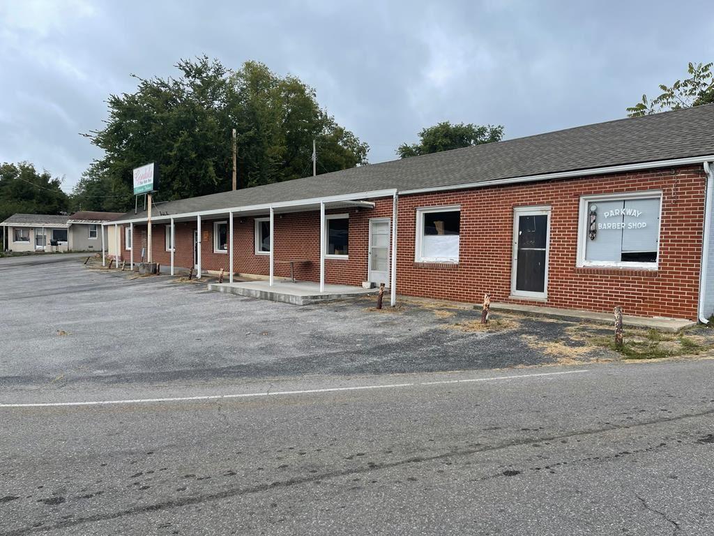 Photo of 616 E Main Street, LIVINGSTON, TN 38570 (MLS # 206807)