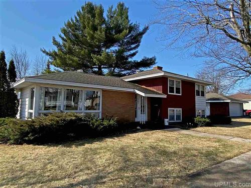 Photo of 1403 S 10th Ave, Escanaba, MI 49829 (MLS # 1126042)