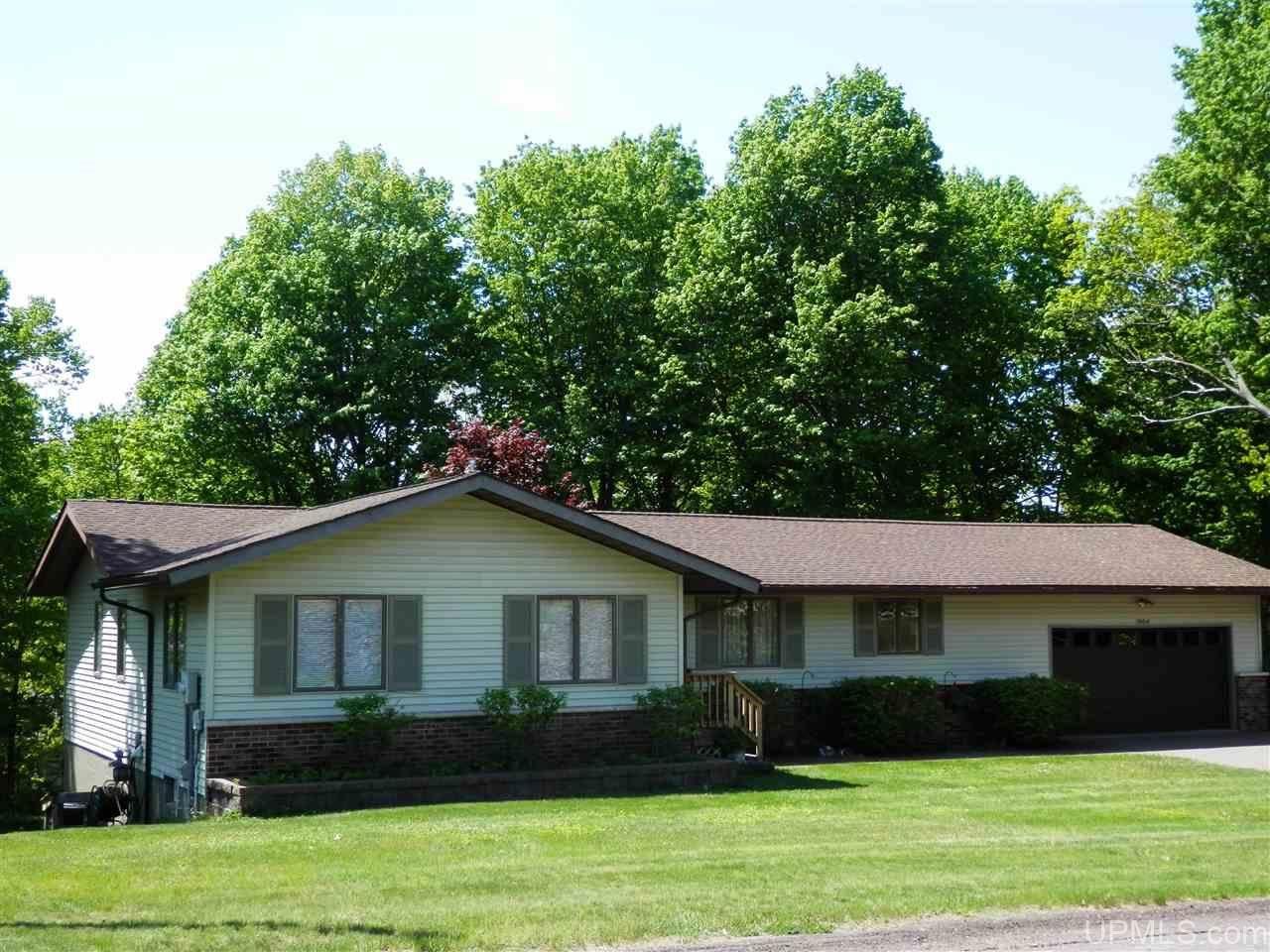Photo of 1004 Crestwood, Hancock, MI 49930-1135 (MLS # 1126730)