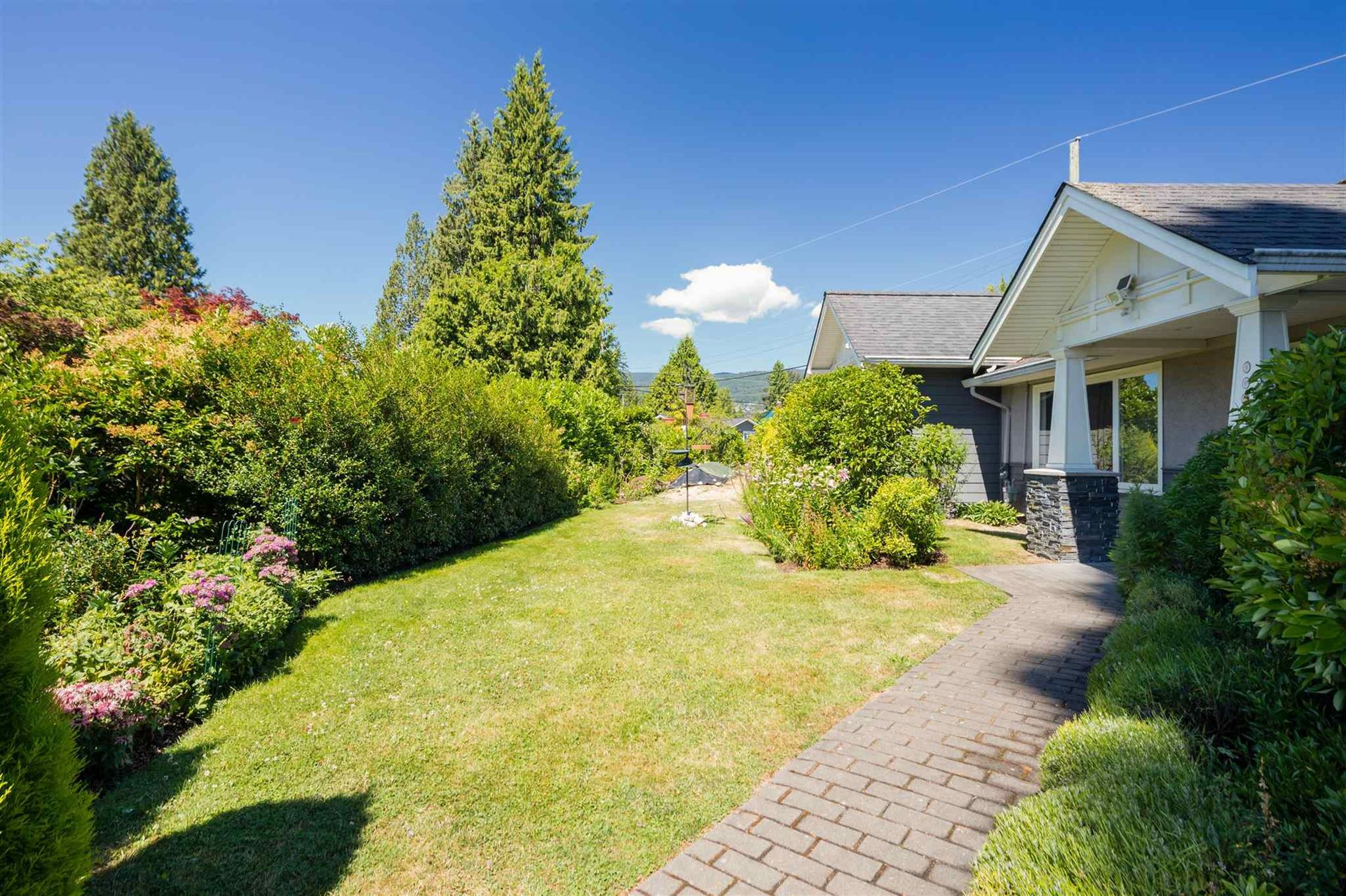 Photo of 960 W QUEENS ROAD, North Vancouver, BC V7R 1H2 (MLS # R2623308)
