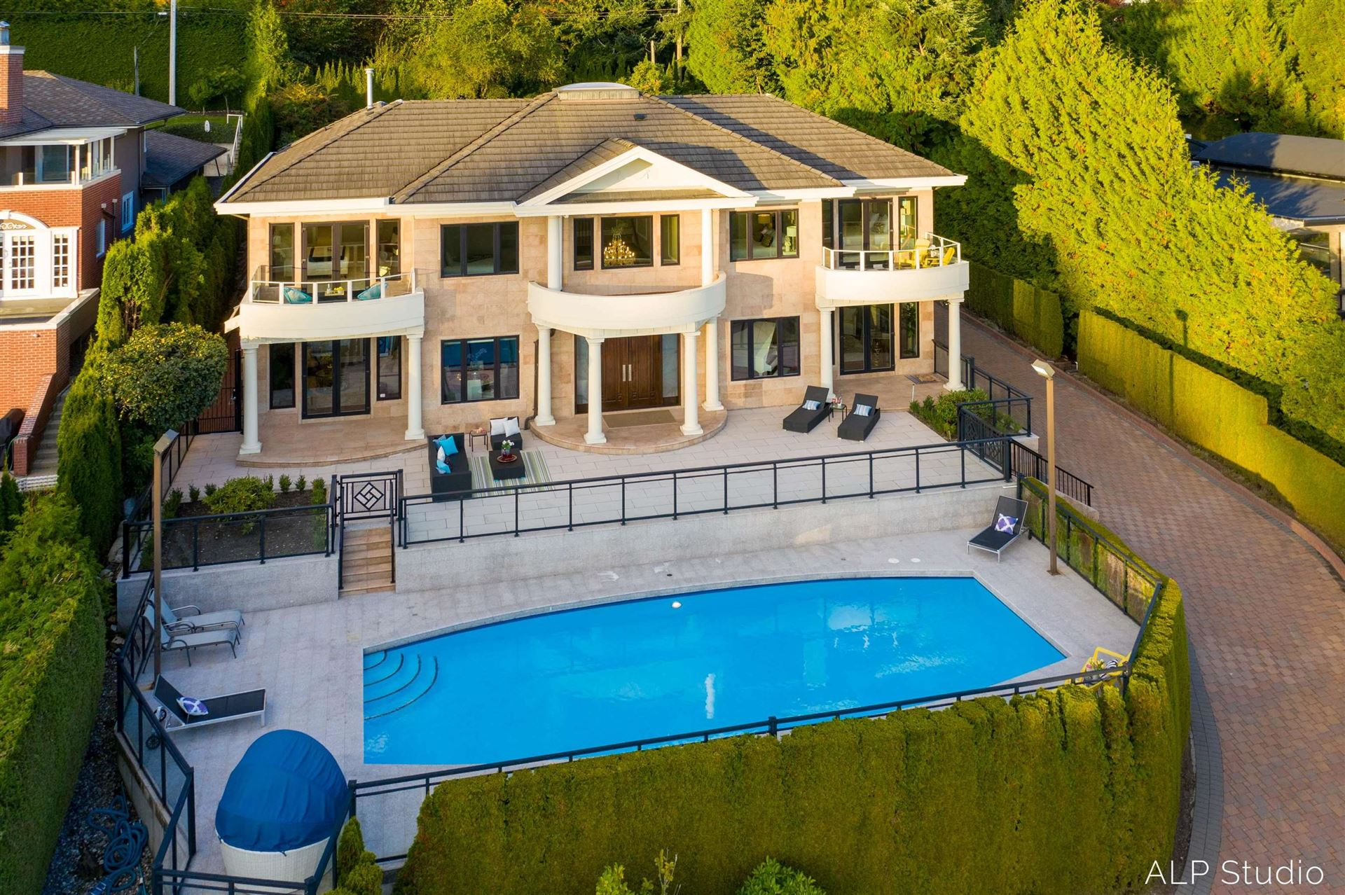 Photo of 735 EYREMOUNT DRIVE, West Vancouver, BC V7S 2A3 (MLS # R2619375)