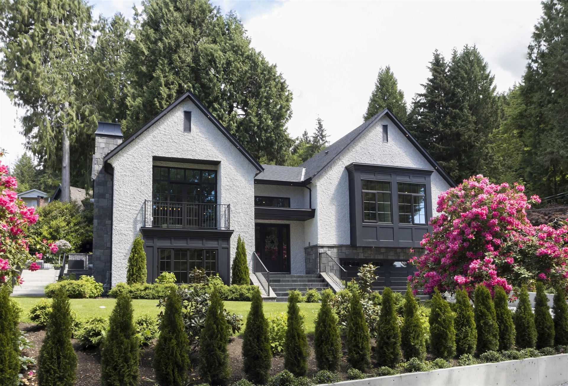 Photo of 4710 WILLOW PLACE, West Vancouver, BC V7W 1C5 (MLS # R2618718)