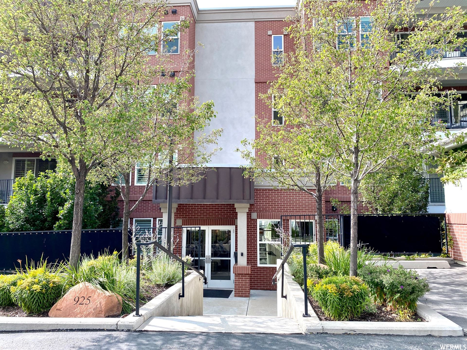 Photo of 925 S DONNER WAY E #1200, Salt Lake City, UT 84108 (MLS # 1704105)