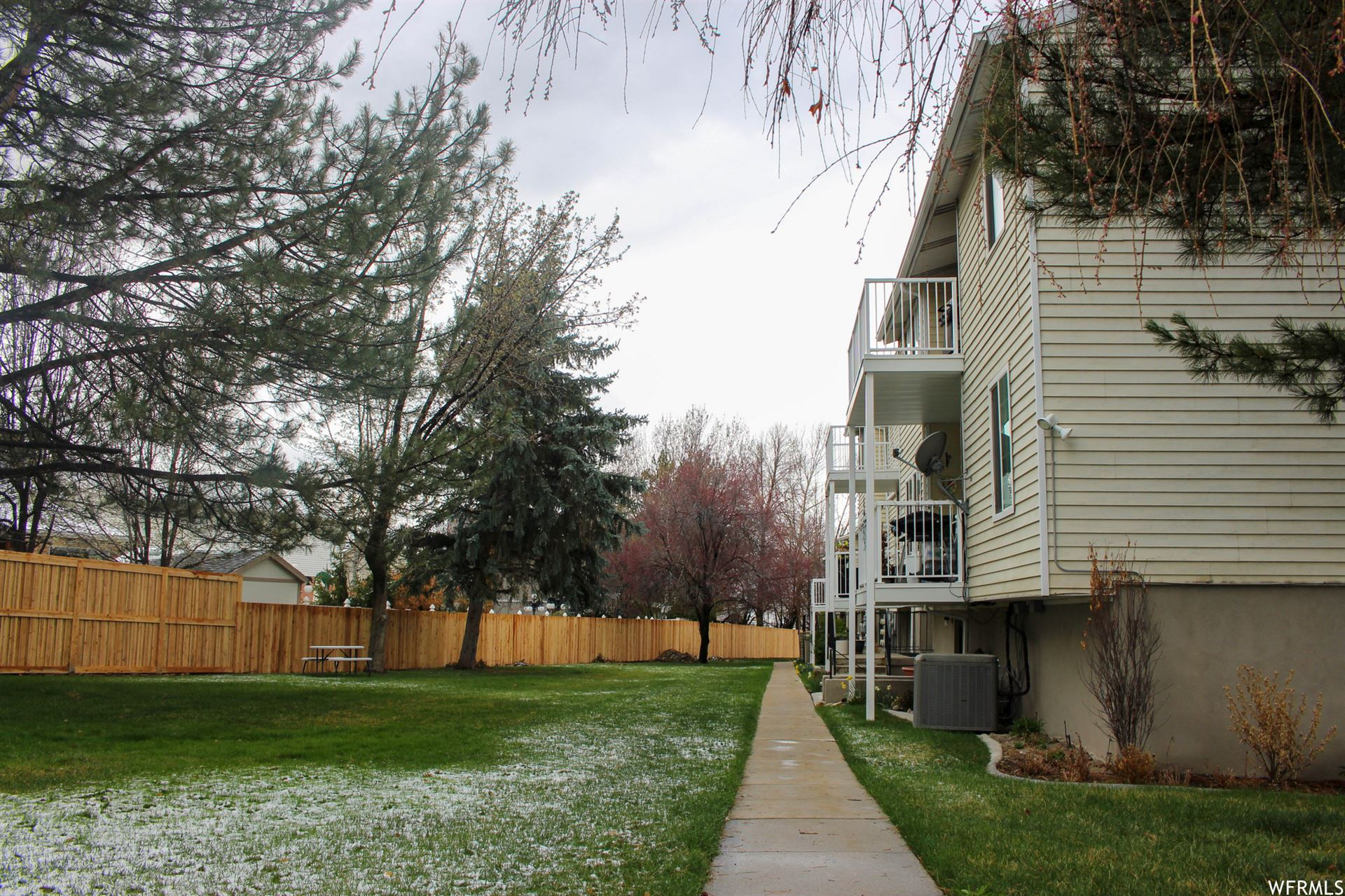 Photo of 4822 S HOLLADAY BLVD E #240, Salt Lake City, UT 84117 (MLS # 1734111)