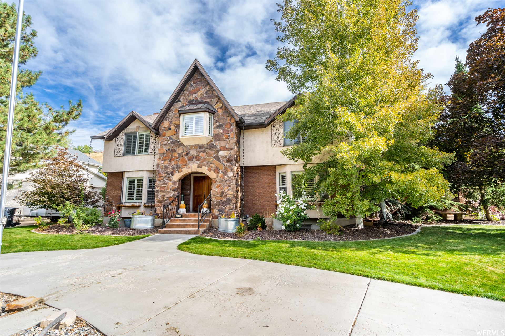 Photo of 1997 E FOREST LN, Cottonwood Heights, UT 84121 (MLS # 1709160)