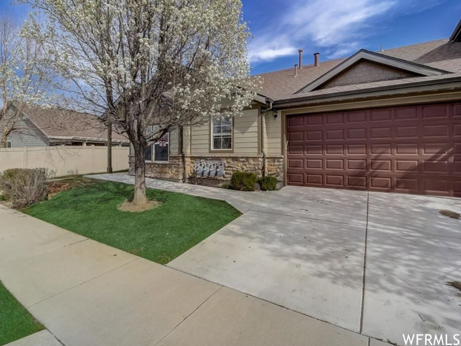 Photo of 9165 S JORDAN OAKS DR, Sandy, UT 84070 (MLS # 1734206)
