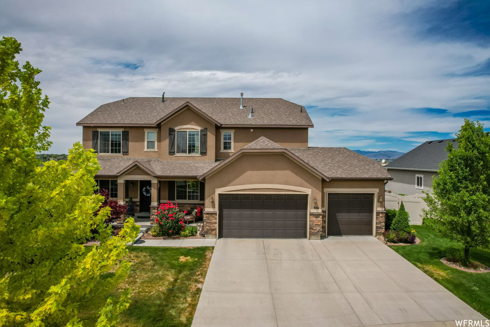 Photo of 974 W MARCH BROWN DR, Bluffdale, UT 84065 (MLS # 1748217)