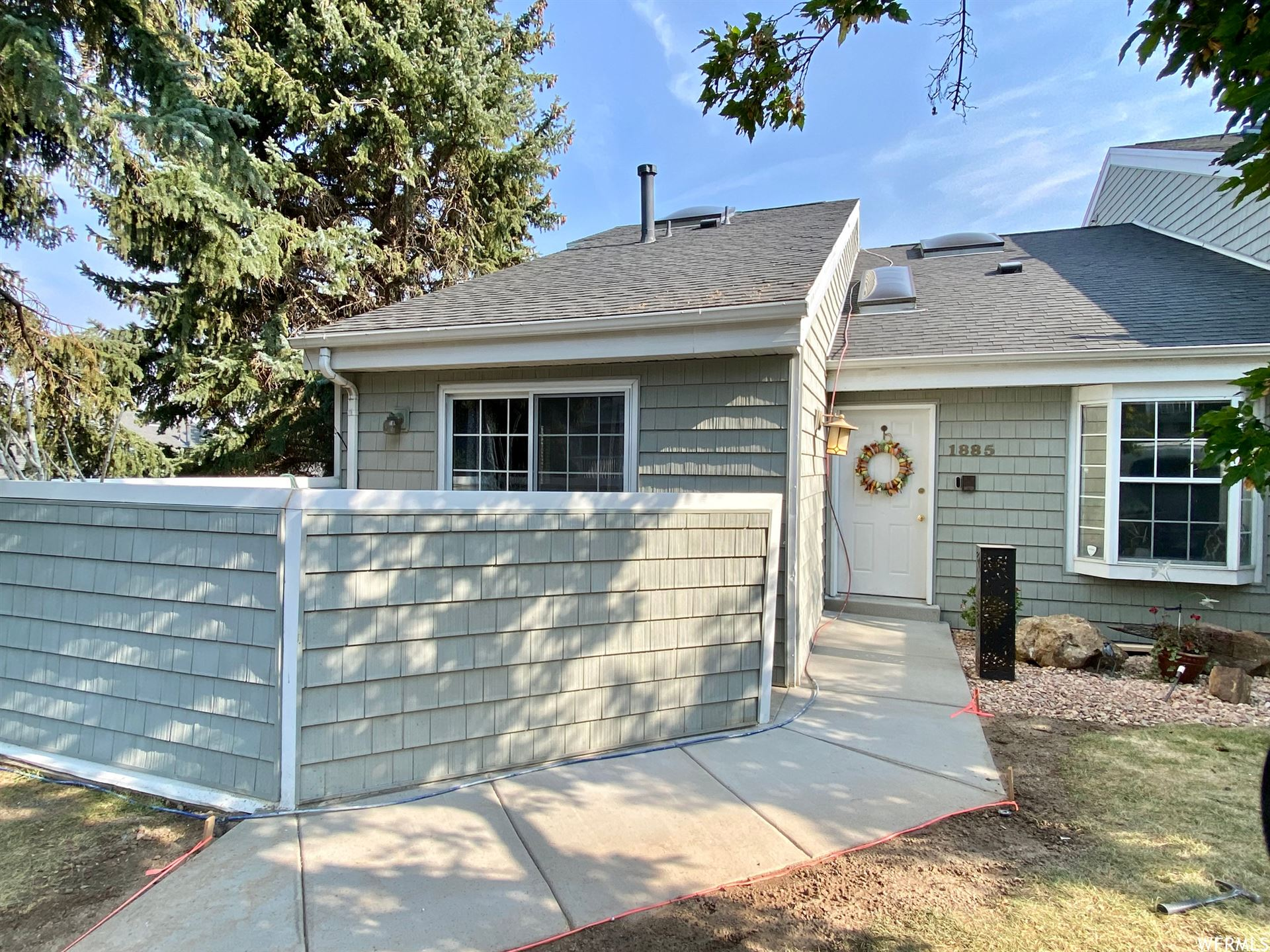 Photo of 1885 S HIGH POINTE E DR #10, Bountiful, UT 84010 (MLS # 1767217)