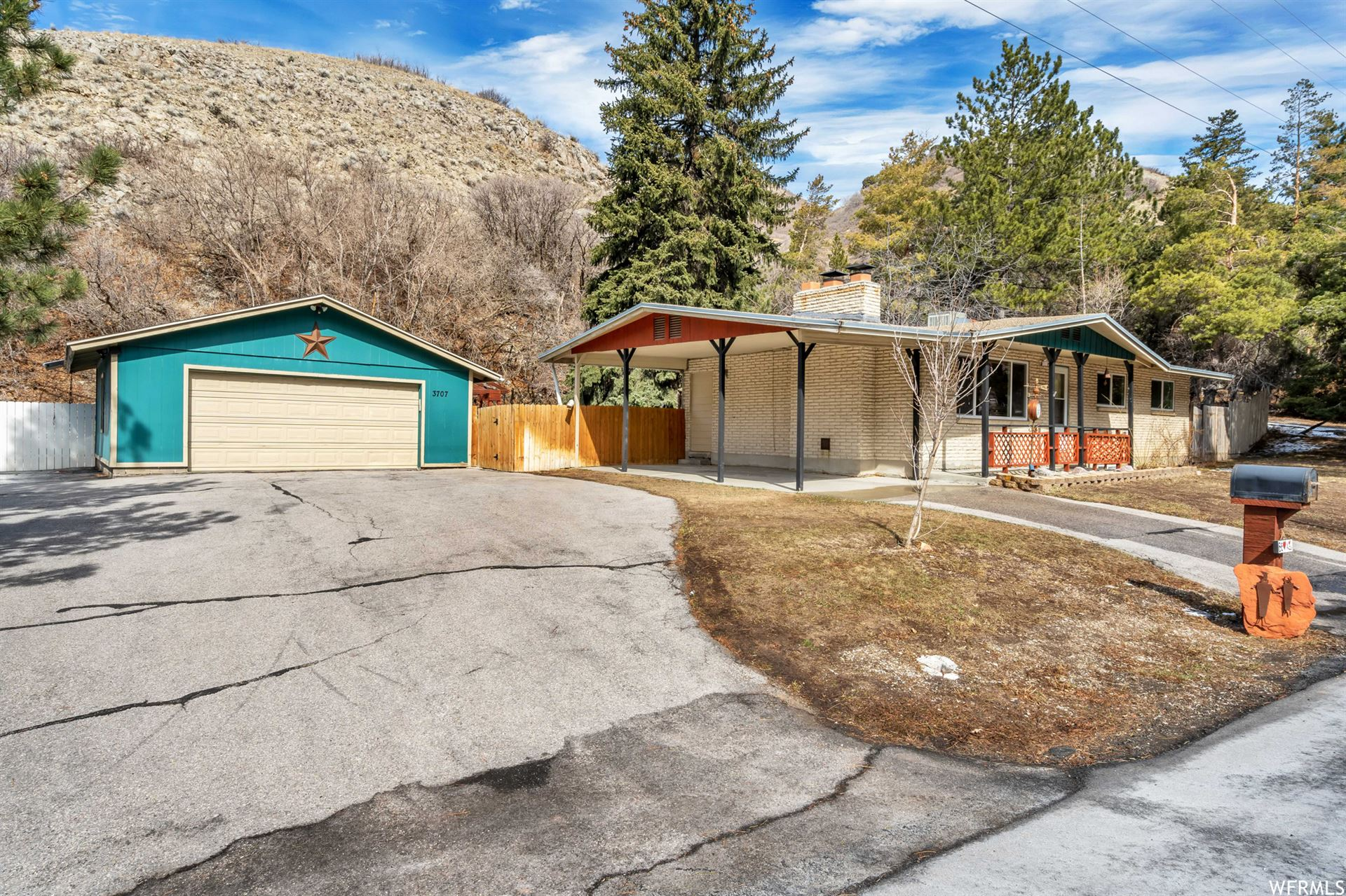 Photo of 3707 E EMIGRATION CYN S RD, Emigration Canyon, UT 84108 (MLS # 1728231)