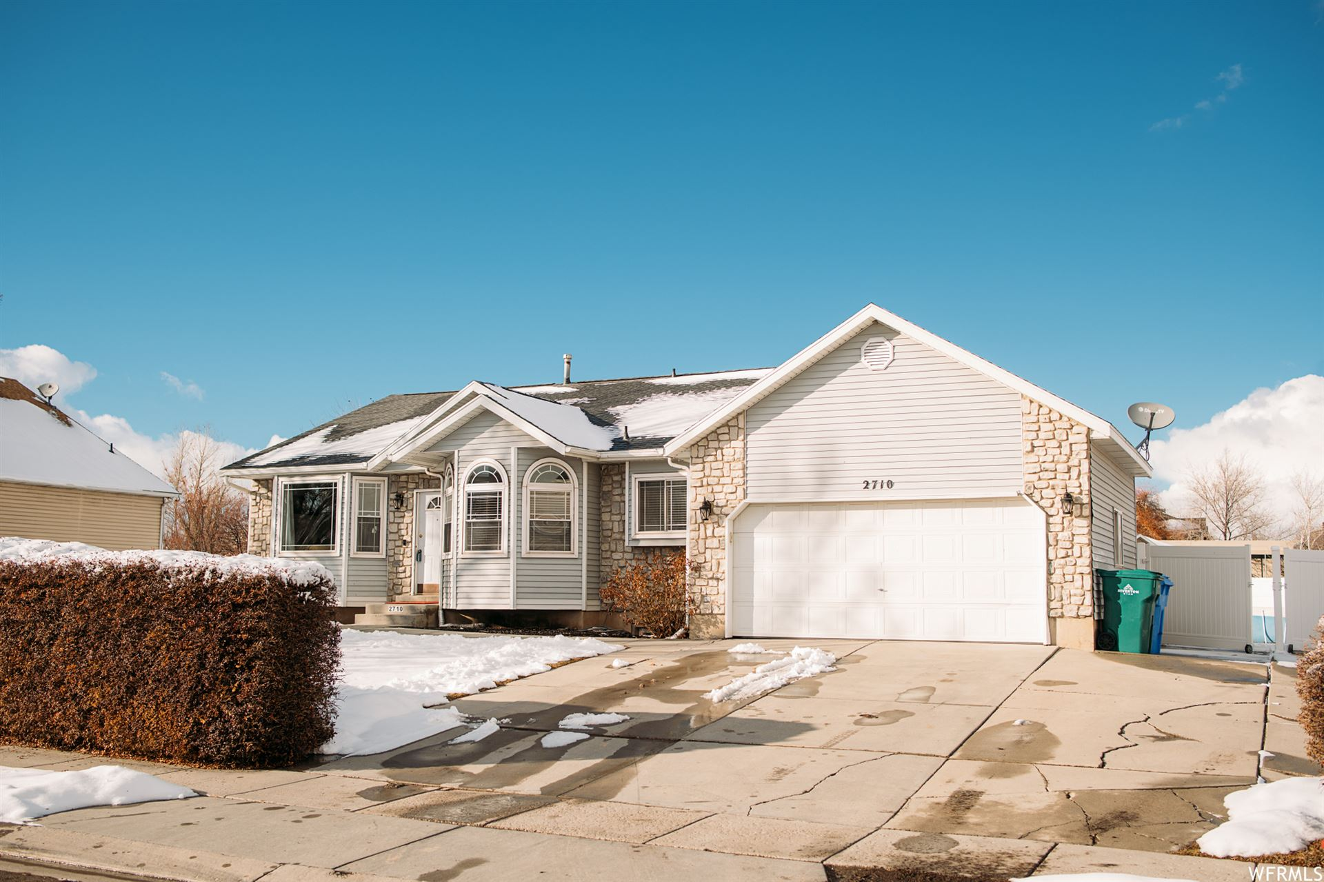 Photo of 2710 W GOLDEN S DR, Riverton, UT 84065 (MLS # 1725249)