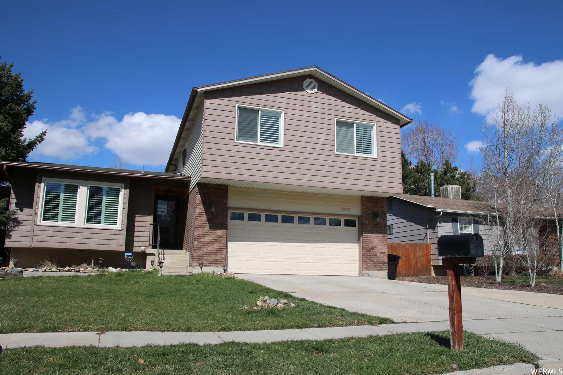 Photo of 3387 E OAKLEDGE RD, Cottonwood Heights, UT 84121 (MLS # 1732275)