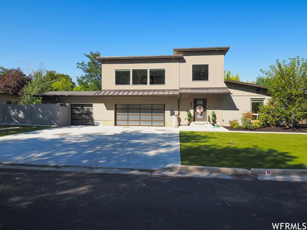 Photo of 5606 S INDIAN ROCK RD, Holladay, UT 84117 (MLS # 1732277)