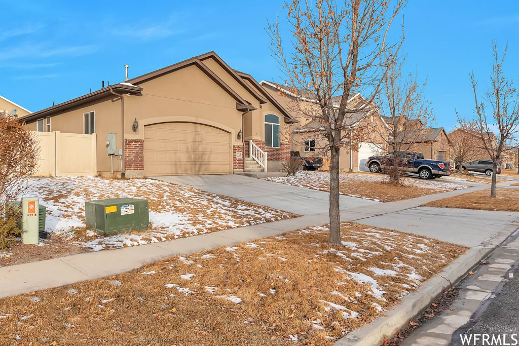 Photo of 713 N CHANNING CT, Saratoga Springs, UT 84045 (MLS # 1725281)