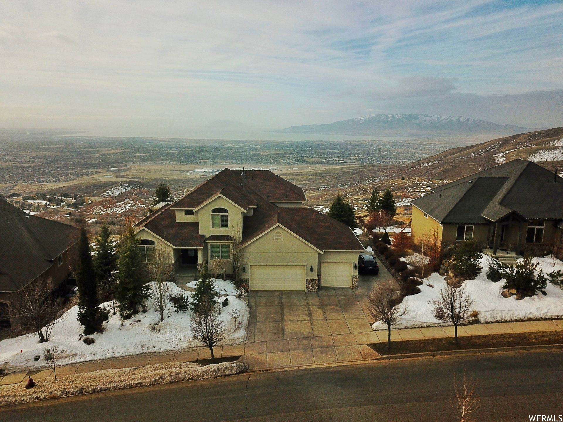 Photo of 1984 E EAGLE CREST DR, Draper, UT 84020 (MLS # 1729287)