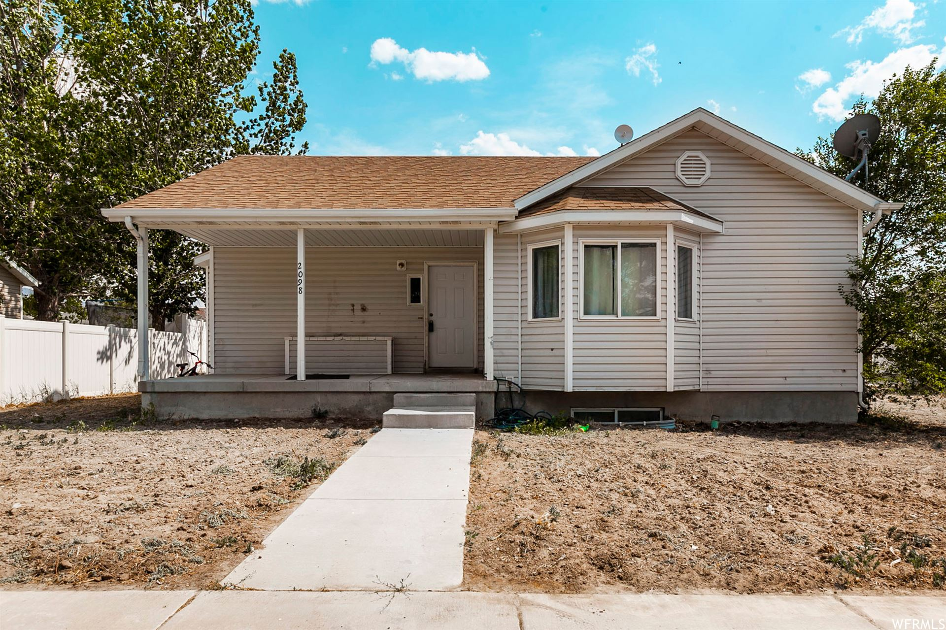 Photo of 2098 E WEEPING WILLOW WAY N, Eagle Mountain, UT 84005 (MLS # 1749308)