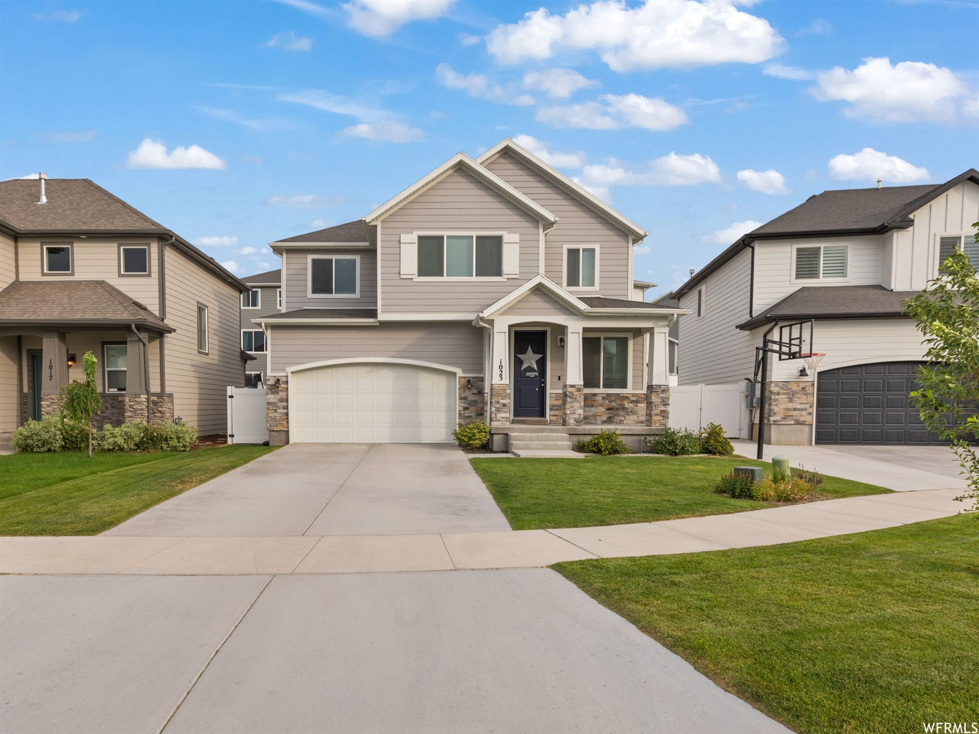 Photo of 1023 W MOLLY PITCHER CIR, Bluffdale, UT 84065 (MLS # 1756308)