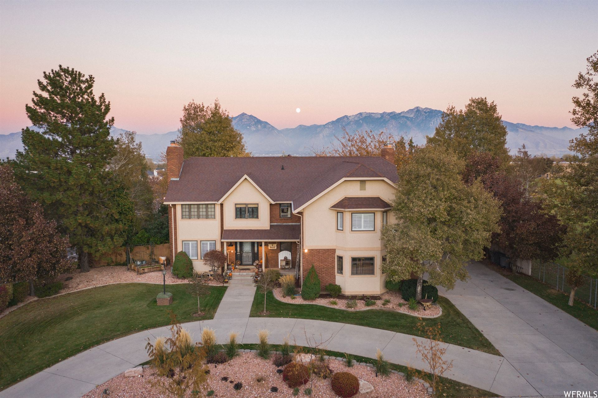 Photo of 9811 S DUNSINANE DR, South Jordan, UT 84009 (MLS # 1714373)