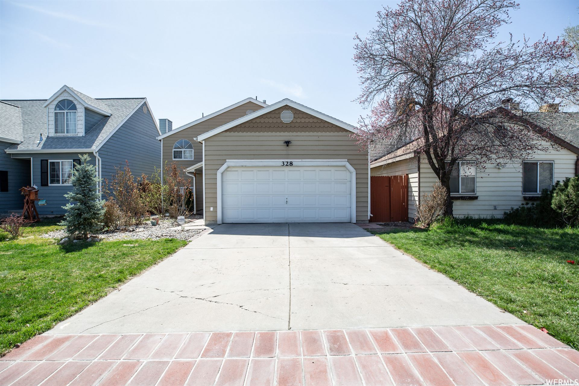 Photo of 328 E PARK CREEKE LN, Salt Lake City, UT 84115 (MLS # 1734385)