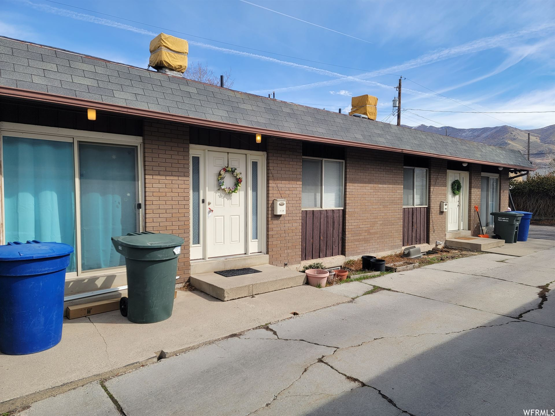 Photo of 2711 S CONNOR ST, Salt Lake City, UT 84109 (MLS # 1730386)