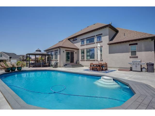 Photo of 951 W GRIZZLY WULFF DR, Bluffdale, UT 84065 (MLS # 1774416)