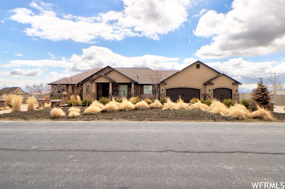 Photo of 2744 E SORREL DR, Eagle Mountain, UT 84005 (MLS # 1732505)